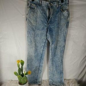 Vintage Acid Wash Mom Jeans..